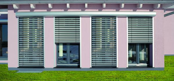 Raffstore, Rolladen und Co. bieten vielfältige Möglichkeiten für optimalen Sonnenschutz und moderne Architektur  |  Foto: Folgner Rolladensysteme